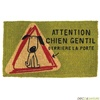 Vign_paillasson-coco-derriere-la-porte-chien-gentil-i-892