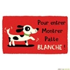 Vign_paillasson-coco-derriere-la-porte-montrer-patte-blanche-i-737